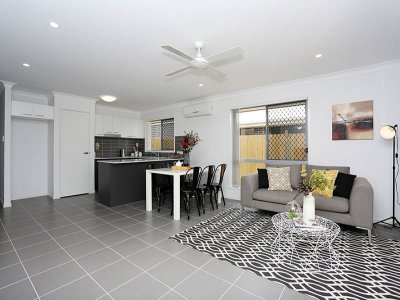 Living_Room_046_Woody_Point_Oxley