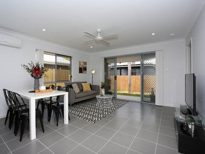 Living_Room_047_Woody_Point_Oxley